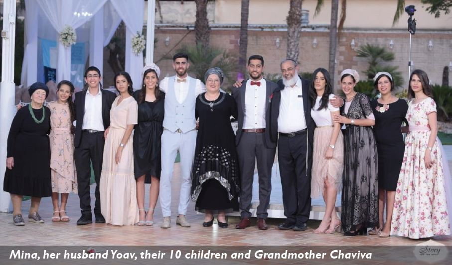 Mina, her husband Yoav, their 10 children and Grandmother Chaviva