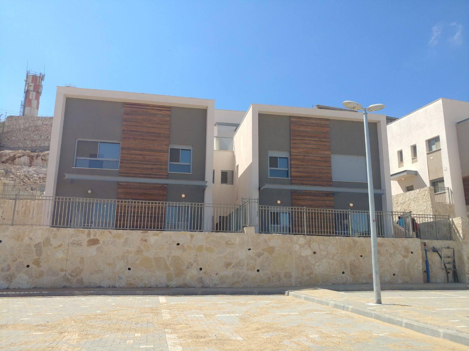 New houses in Migdalim